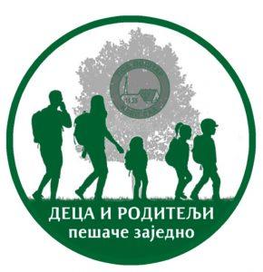 Deca i roditelji pešače zajedno